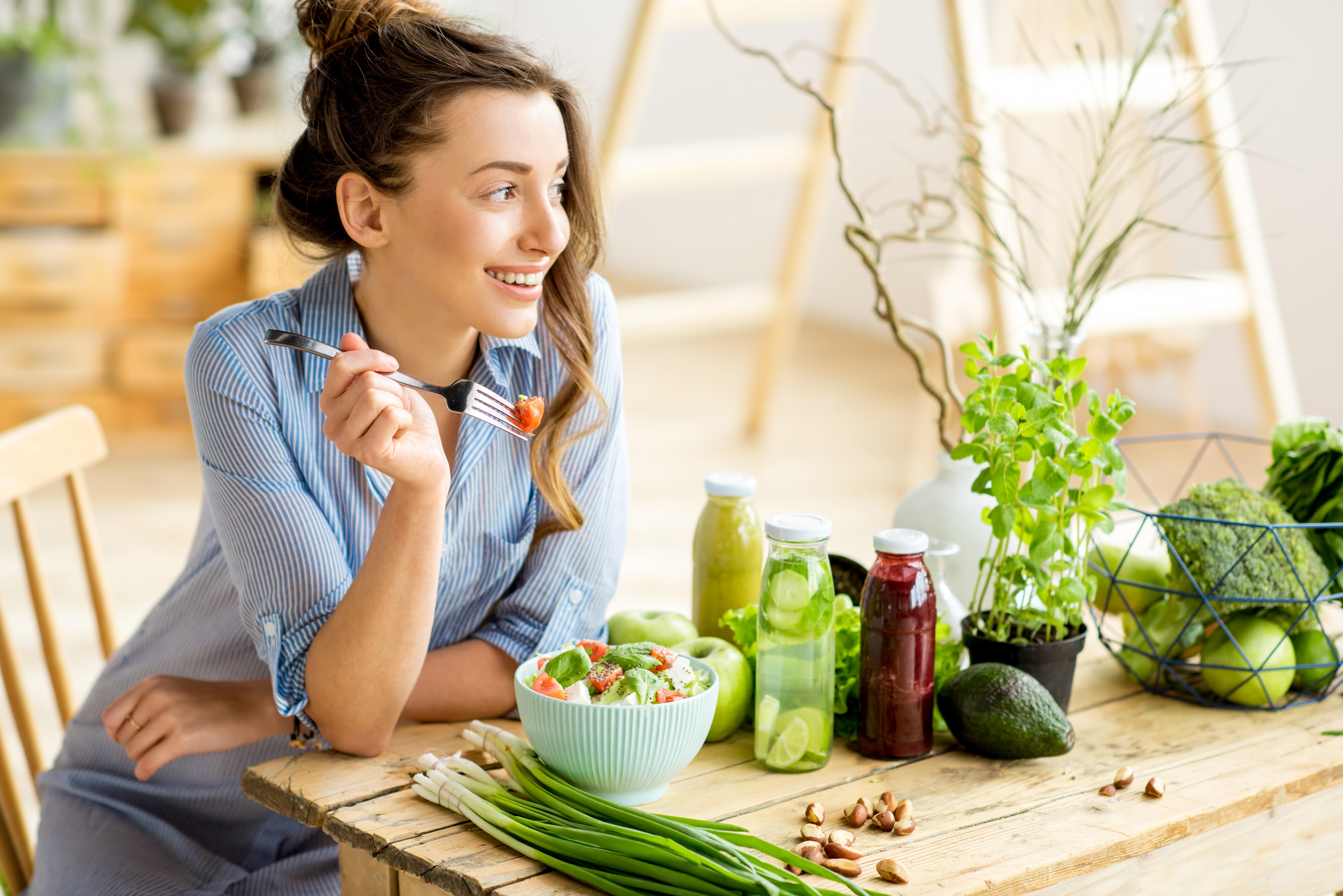 Frau mit Nahrungsmitteln